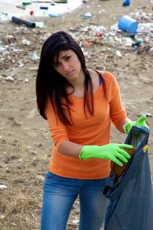 desechos toxicos: Joven trabajadora social Sad Foto de archivo