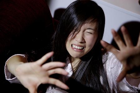 Terror en los ojos de la violencia doméstica Mujer