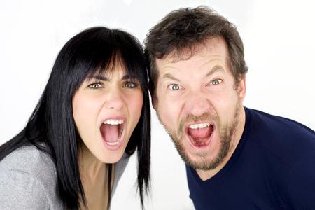 pareja enojada: Pareja infeliz enojado gritando fuerte