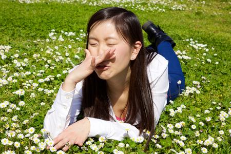 asian woman having strong allergy Stockfoto