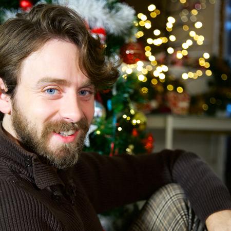 Cool young man happy christmas night Stockfoto