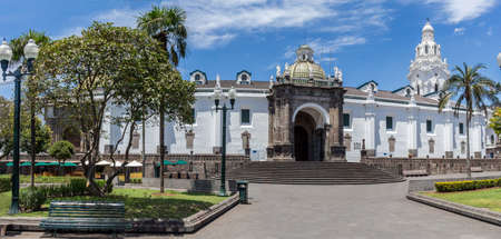 Facade of the Cathedral Church located in the Historic Center of Quito in the Plaza de la Independencia Imagens