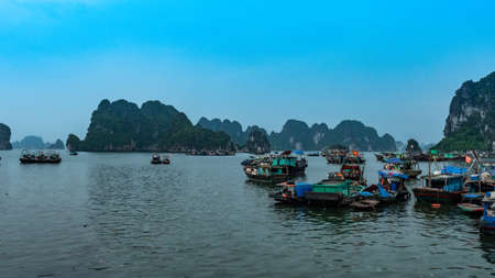 Vietnam Halong Bay boat tour habour view 스톡 콘텐츠
