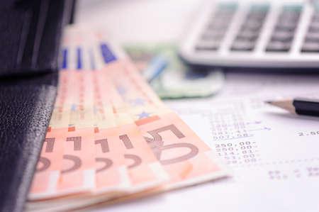 banknote: banknote