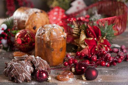 comida de navidad: pastel de panettone de Navidad