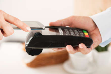 - NFC - Near Field Communication Mobile Payment Lizenzfreie Bilder