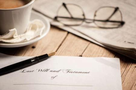 pluma de escribir antigua: El último testamento Foto de archivo