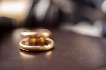 Wedding Rings And Wooden Gavel Stockfoto