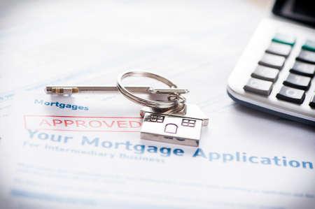 Goedgekeurde Hypothecaire lening applicatie met huissleutel Stockfoto