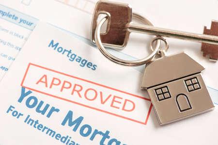 richiesta di prestito ipotecario approvato con chiave di casa