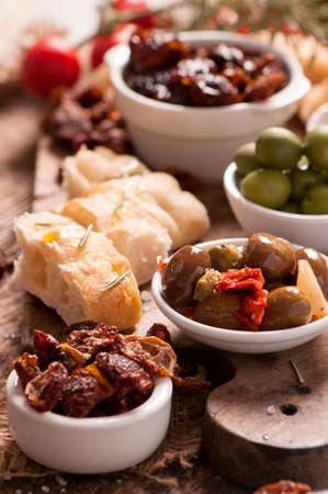 sundried: Food tray with bread, Olives, sundried tomato