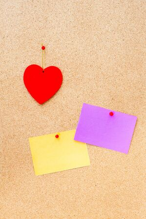 couple amoureux: Valentines day red heart and two empty card pinned on wooden cork board vertical