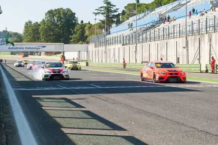 autos: Vallelunga, Rome, Italy. September 4th 2016. Seat Leon Italian Cup: cars moving on starting line