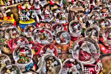 Christmas balls at the Christmas market Imagens
