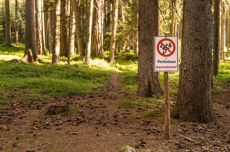 In the woods, it is forbidden to go to the toilet Banco de Imagens