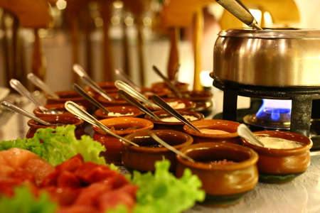 Fondue of meat in the oil, with accompaniment of handmade sauces Imagens