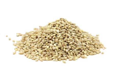 parelgort graan op een witte achtergrond