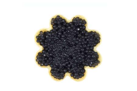 een kleine zwarte kaviaar in tartlets op witte achtergrond