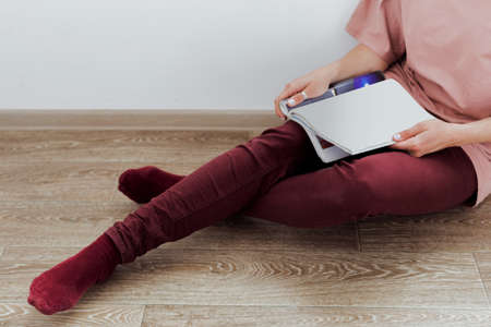 intend: woman reading a magazine