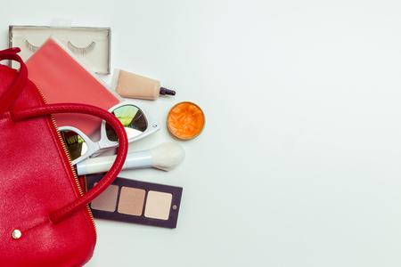 여성 가방의 내용