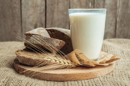 plato del buen comer: milk and bakery products