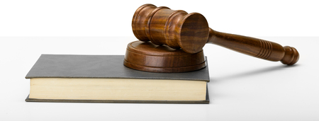Wooden gavel and books on wooden table Banque d'images