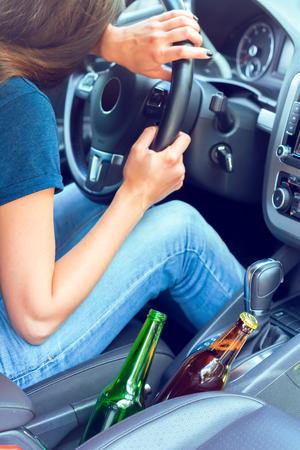Gevaarlijke vrouwelijke chauffeur Stockfoto