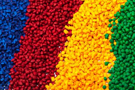 着色プラスチック射出成形プロセスを粒状します。