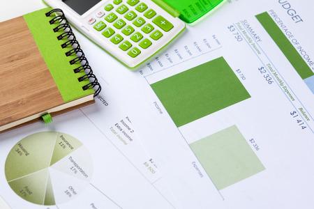 Analyse von Finanzdiagrammen und -diagrammen Standard-Bild - 85976864