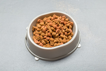 heap: Dried food for dogs or cats.