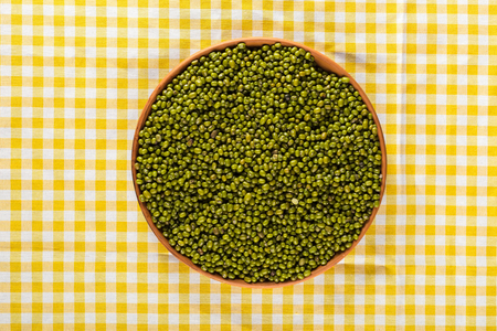 lenteja: Mung beans on the table