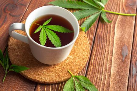 대마초 허브 티와 마리화나 잎
