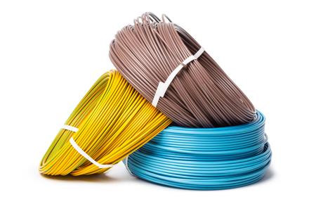 Câble électrique, équipement d'énergie et de technologie isolé sur blanc Banque d'images - 87686845