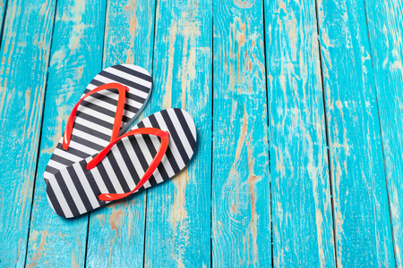 flip-flops on color wooden background Banco de Imagens
