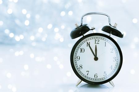 klok met kerstmis voor tijdverandering in de winter Stockfoto