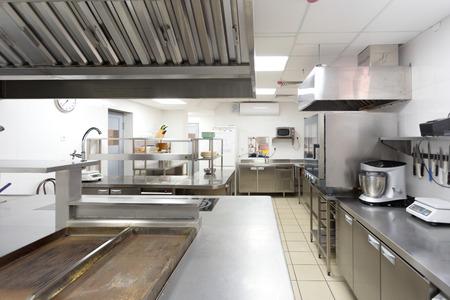 Moderna attrezzatura da cucina in un ristorante