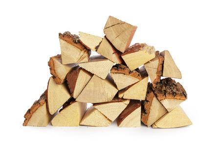 Stapel Brennholz lokalisiert auf einem weißen Hintergrund