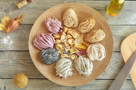 Raw homemade pasta on wooden background Stockfoto