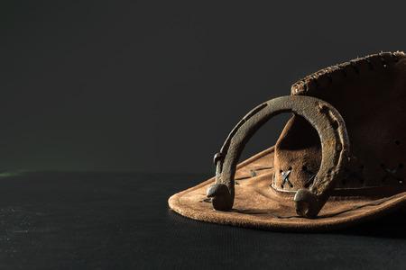 Bodegón del oeste americano con herradura antigua