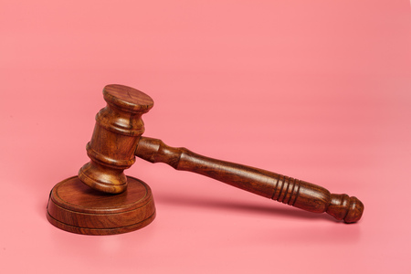 Judge gavel or auction on pink background. Justice and auction. 免版税图像