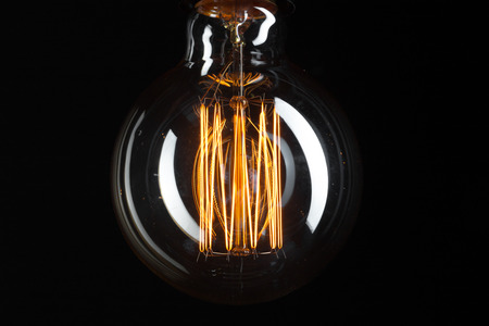 A classic Edison light bulb on dark background with space for text 版權商用圖片