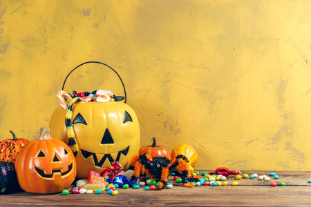 Happy halloween! Pumpkin with candy in the home. Banco de Imagens