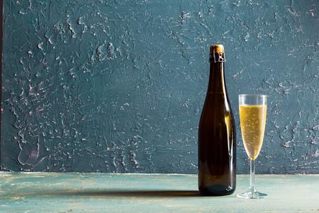 Verres et bouteille de champagne Banque d'images