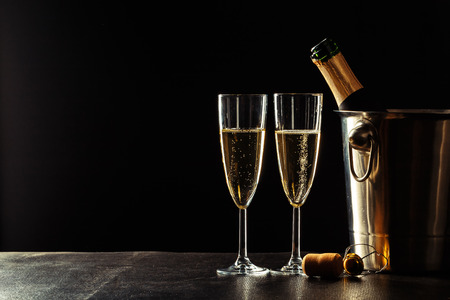 Champagne on the black background Imagens