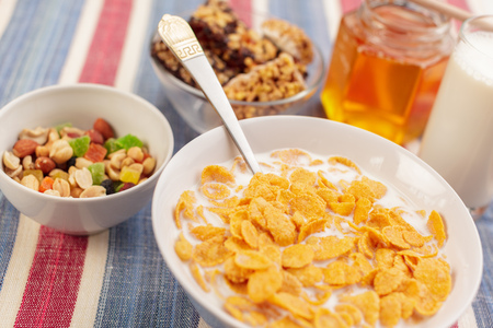 Bowl of healthy muesli 스톡 콘텐츠