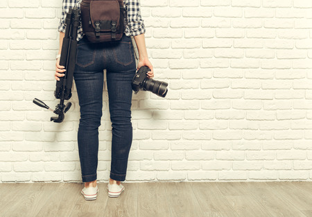 Pretty woman is a professional photographer with dslr camera 版權商用圖片