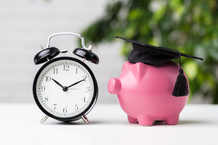 Piggy Bank With Graduation Cap Stockfoto