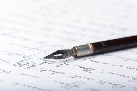 Penna stilografica su un'antica lettera scritta a mano