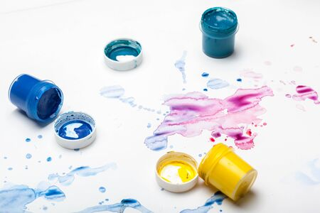 splashes of watercolor paint and painting supplies close up. creative photo Zdjęcie Seryjne