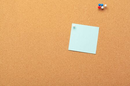 Sticky notes with pushpins and blank space on cork background. School or business concept. creative photo Standard-Bild